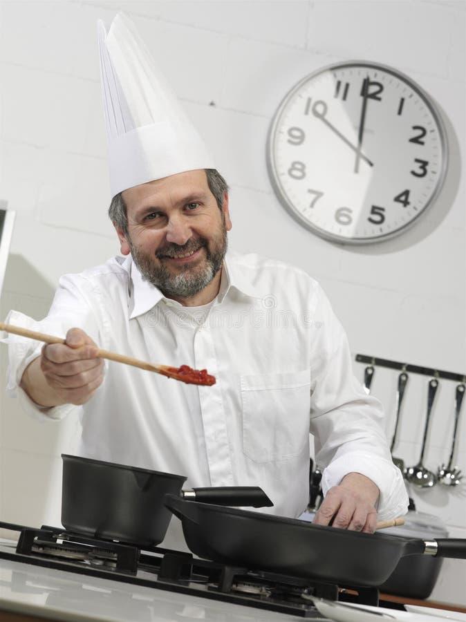 Retrato de um cozinheiro fotografia de stock
