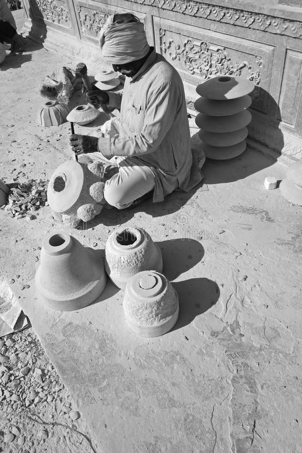 Retrato de um escultor do templo imagem de stock