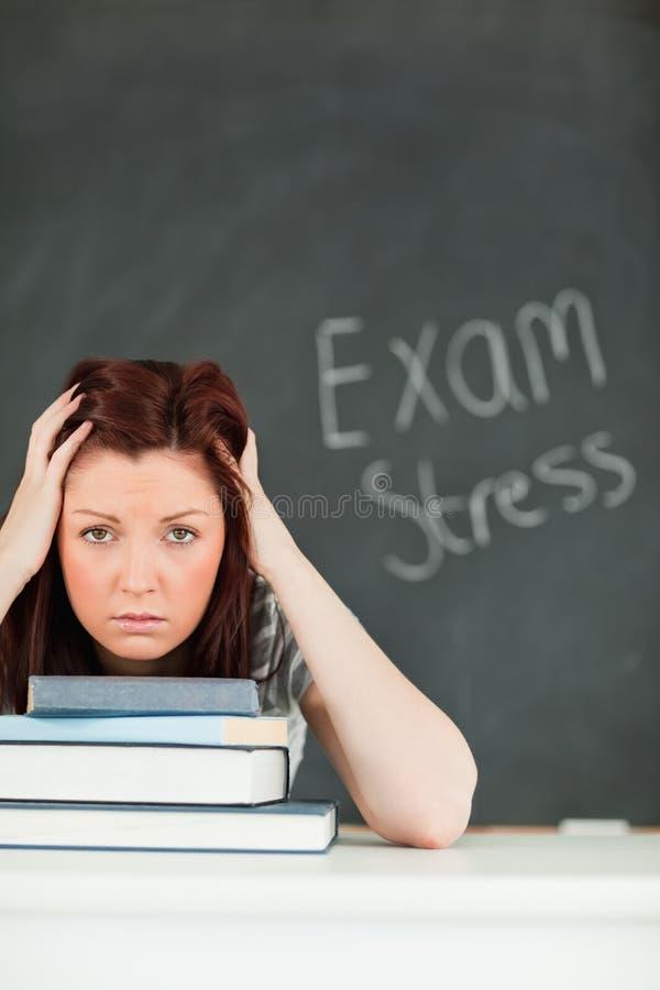 Retrato de um estudante ansioso imagem de stock