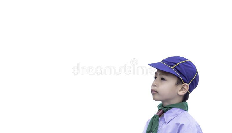Retrato de um estudante novo que veste um chapéu em um fundo branco fotografia de stock royalty free