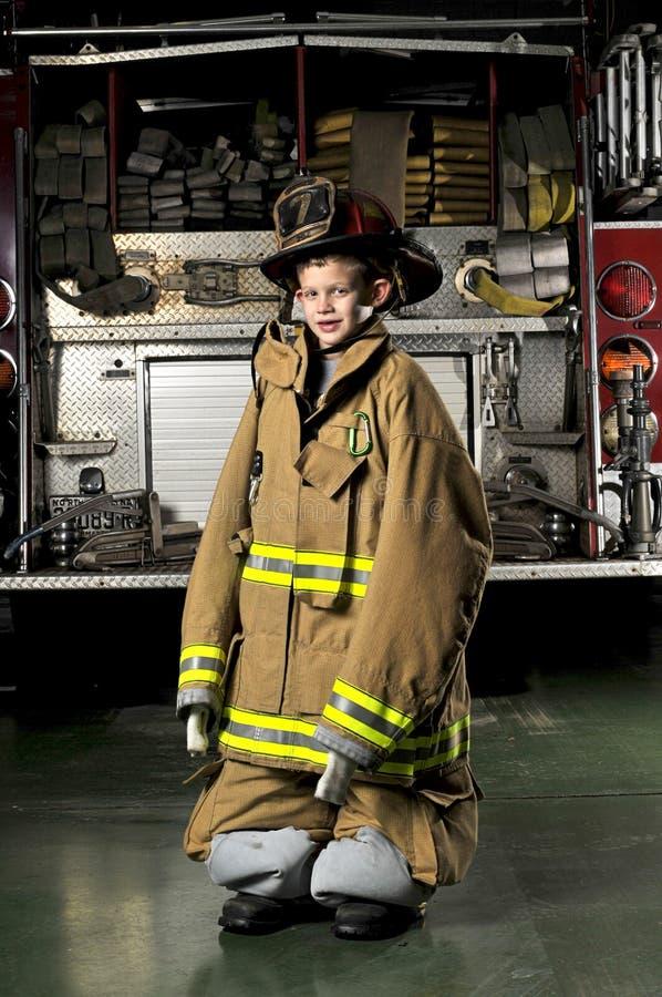 Retrato de um filho dos firemans imagens de stock royalty free