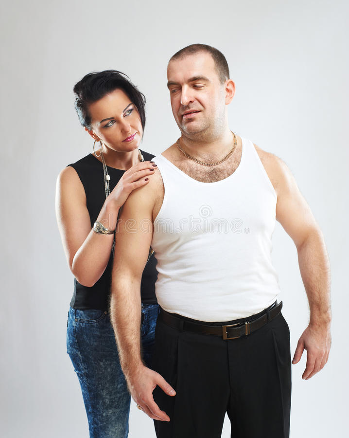 Retrato de um gângster com sua mulher foto de stock royalty free
