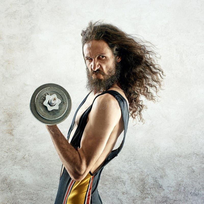 Retrato de um halterofilista magro fotografia de stock