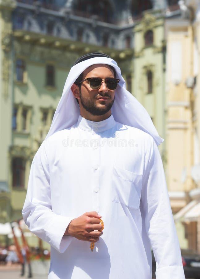 Retrato de um homem árabe considerável imagens de stock royalty free