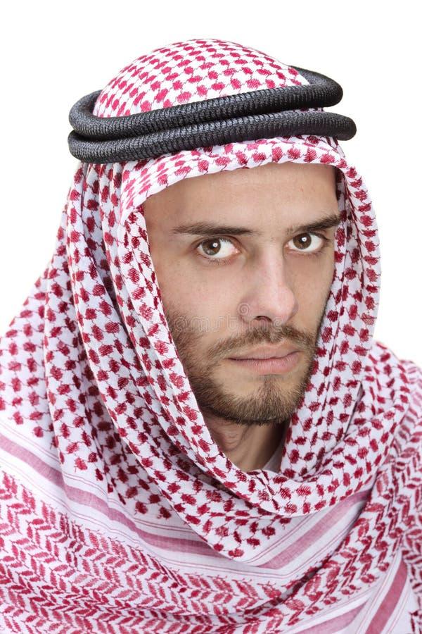 Retrato de um homem árabe novo que desgasta um turbante foto de stock
