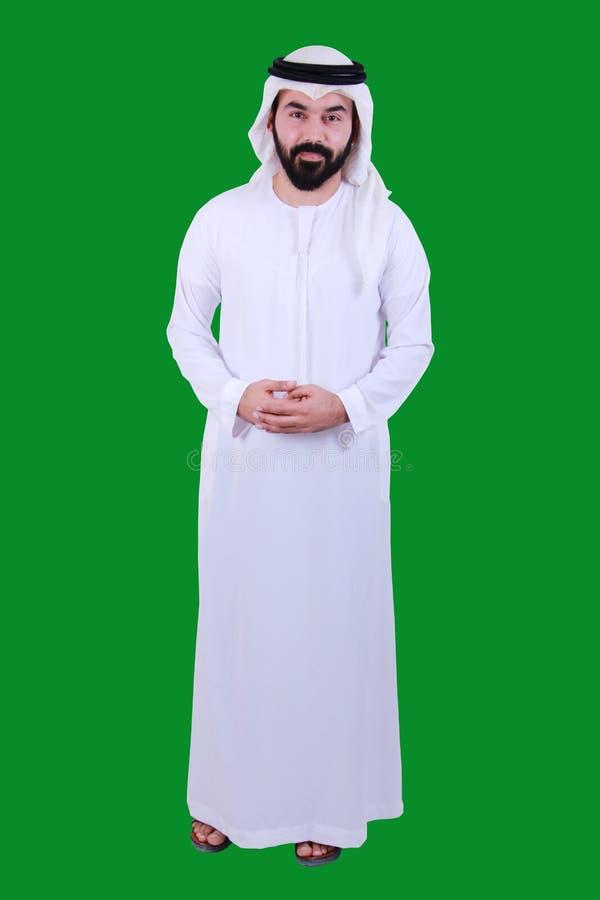 Retrato de um homem árabe seguro que dá boas-vindas e que veste ao vestido tradicional UAE EMIRATI dos UAE SEGURO imagens de stock