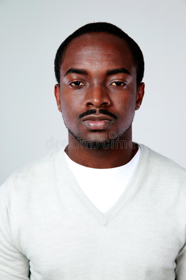 Retrato de um homem africano sério foto de stock royalty free