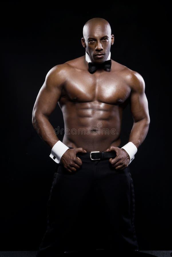 Retrato de um homem afro-americano atlético imagem de stock