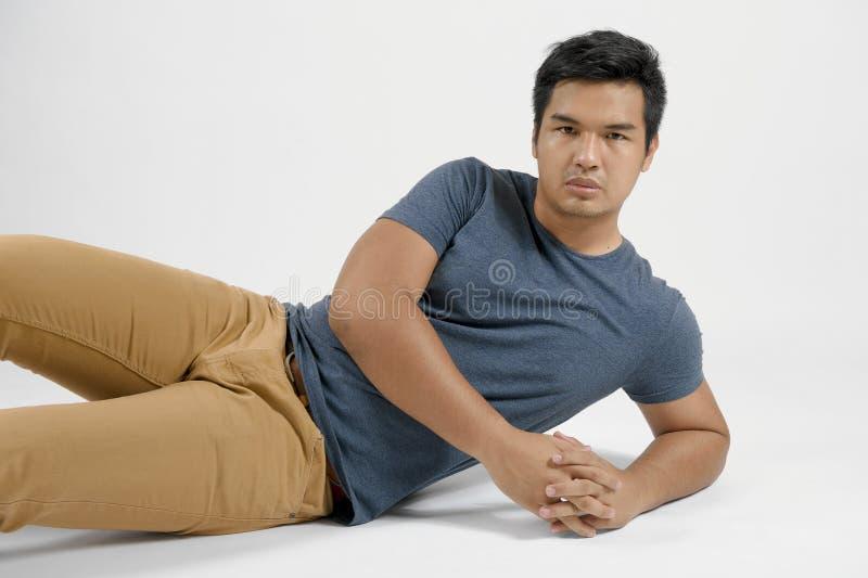 Retrato de um homem asiático fotografia de stock royalty free