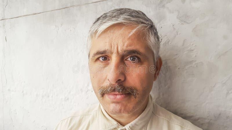 Retrato de um homem considerável fotos de stock