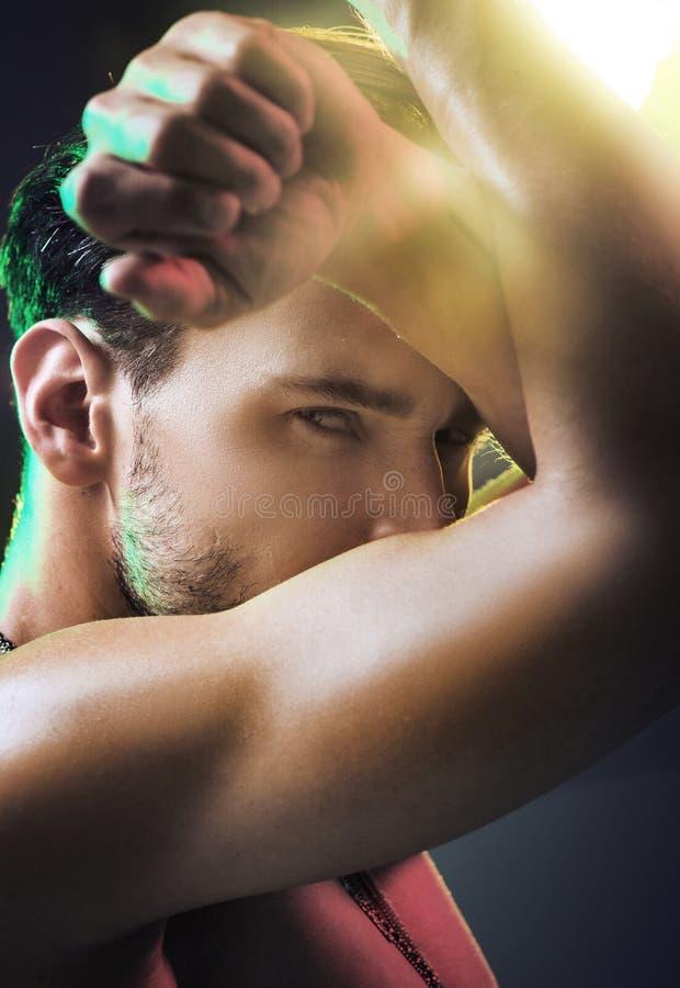 Retrato de um homem considerável novo fotos de stock royalty free