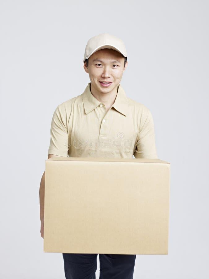 Retrato de um homem de entrega fotos de stock