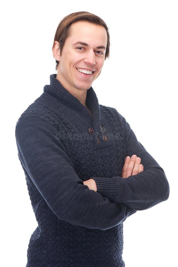 Retrato de um homem de sorriso com os braços cruzados imagens de stock royalty free