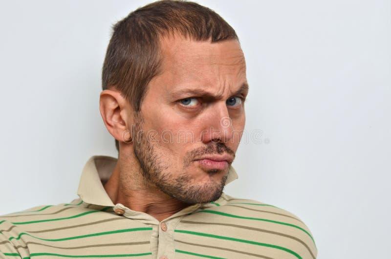 Retrato de um homem de suspeita fotografia de stock