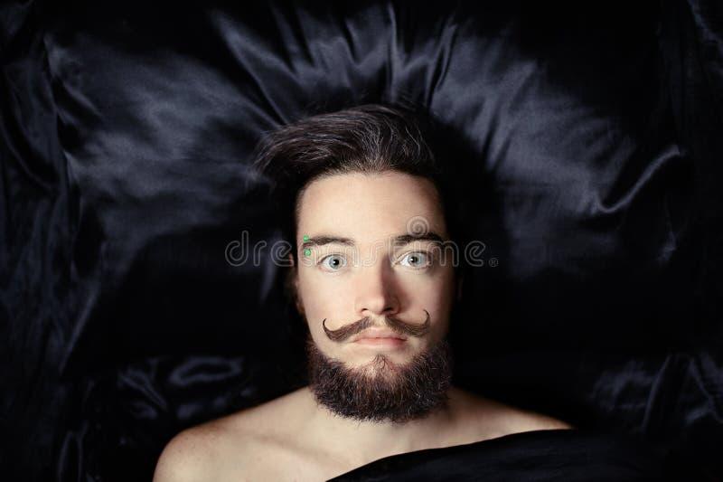 Retrato de um homem farpado imagens de stock royalty free