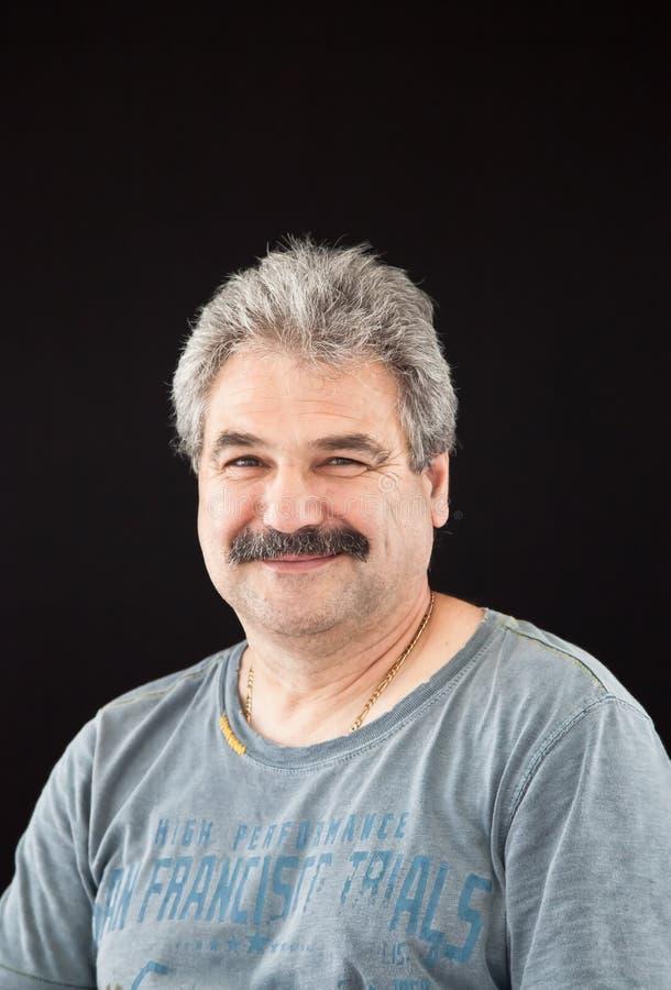 Retrato de um homem feliz imagem de stock
