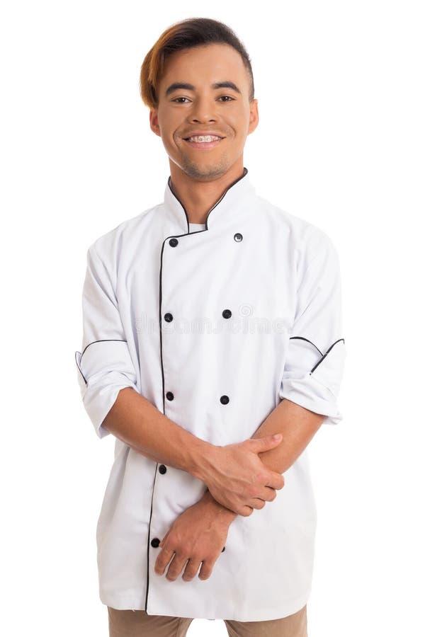 Retrato de um homem feliz O homem negro novo está no unifor branco do cozinheiro imagem de stock royalty free