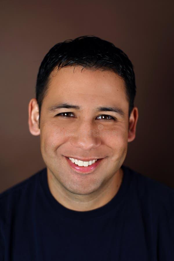 Retrato de um homem latino-americano novo foto de stock royalty free