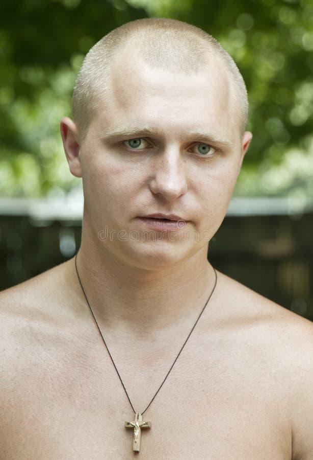 Retrato de um homem novo imagem de stock