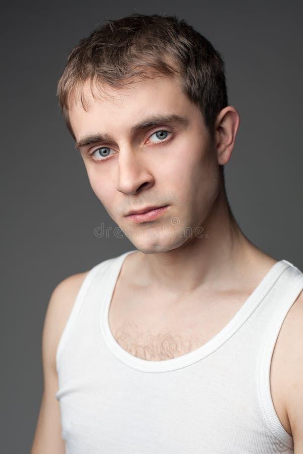 Retrato de um homem novo fotografia de stock