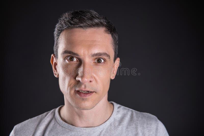 Retrato de um homem novo agradável fotos de stock royalty free