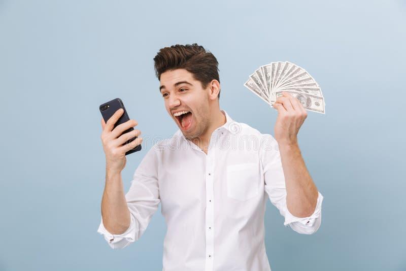 Retrato de um homem novo considerável alegre foto de stock royalty free