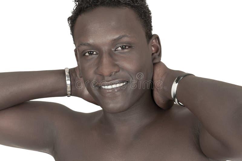 Retrato de um homem novo de pele escura imagens de stock