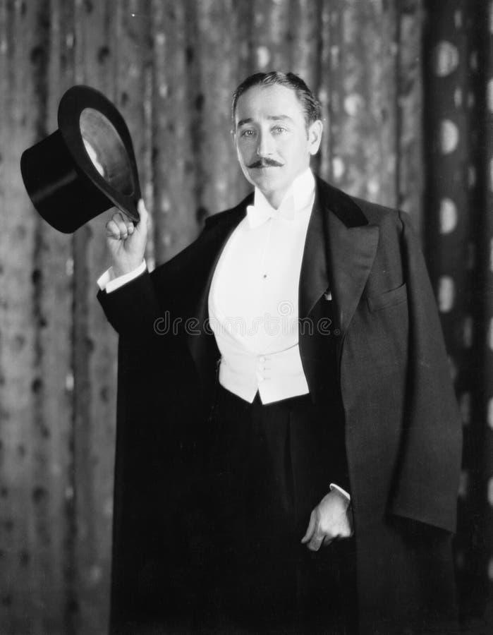 Retrato de um homem que guarda um cilindro (todas as pessoas descritas não são umas vivas mais longo e nenhuma propriedade existe imagens de stock