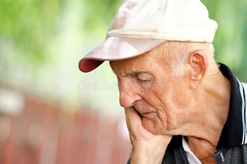Retrato de um homem superior fotos de stock royalty free