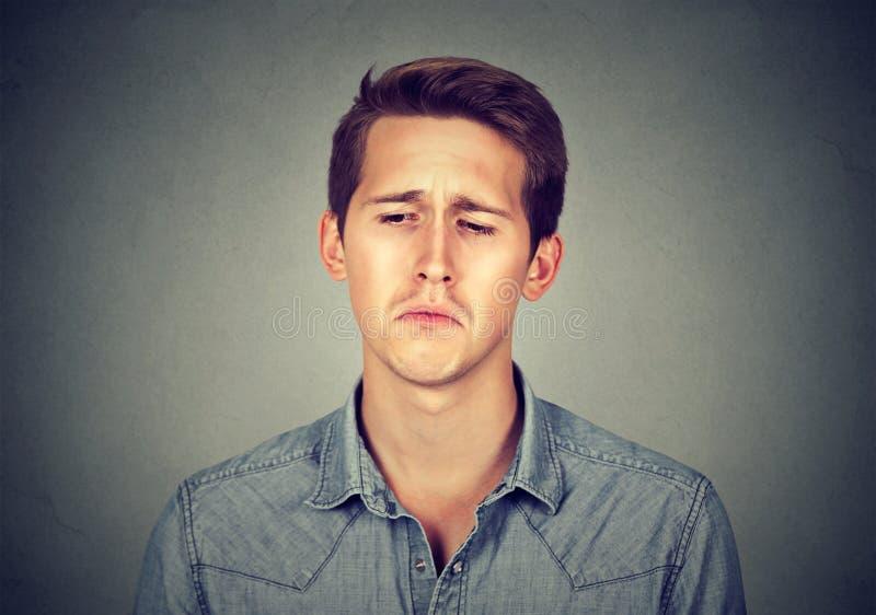 Retrato de um homem triste foto de stock