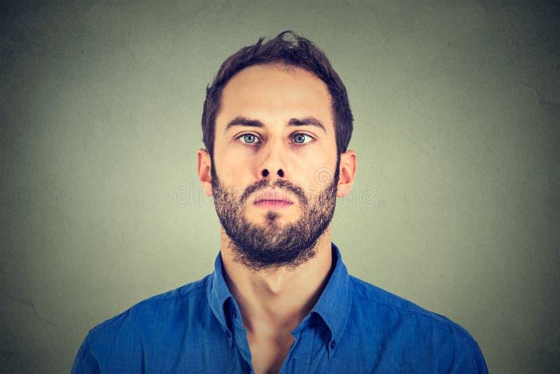 Retrato de um homem vesgo fotografia de stock royalty free