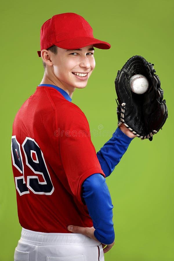 Retrato de um jogador de beisebol adolescente fotos de stock royalty free