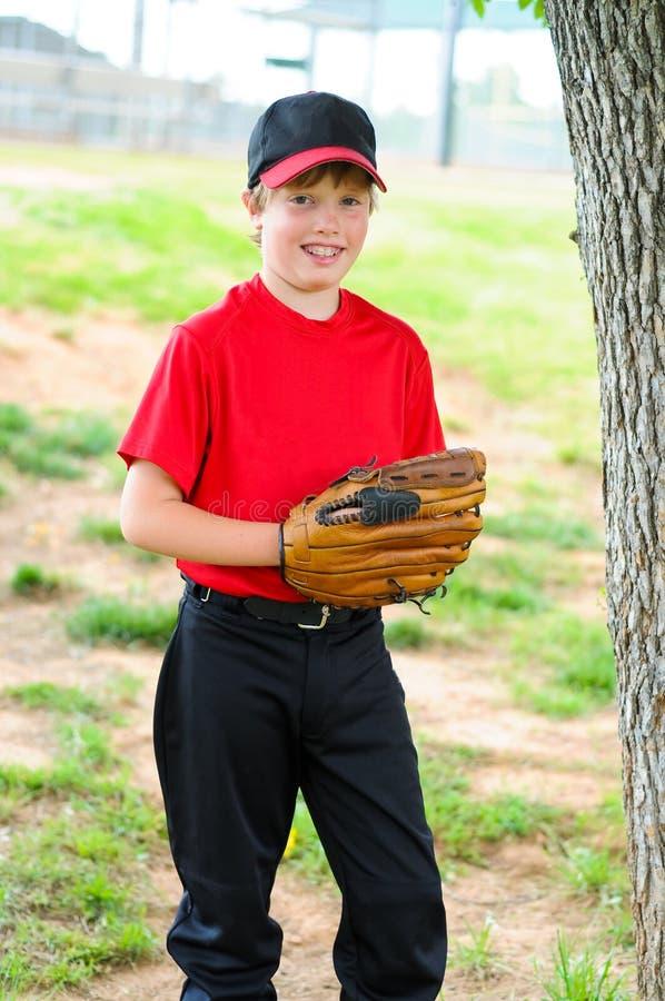 Retrato do jogador de beisebol da juventude imagem de stock