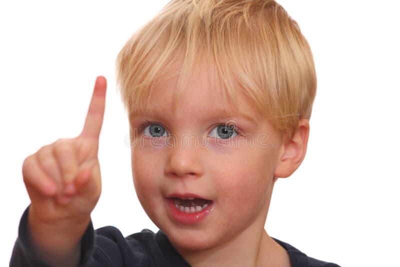 Retrato de um menino louro foto de stock