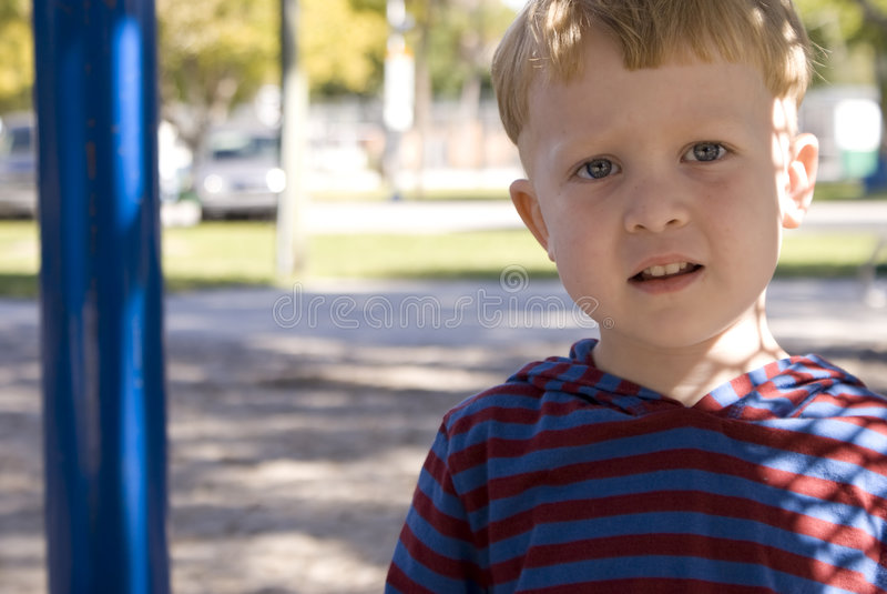 Retrato de um menino novo foto de stock