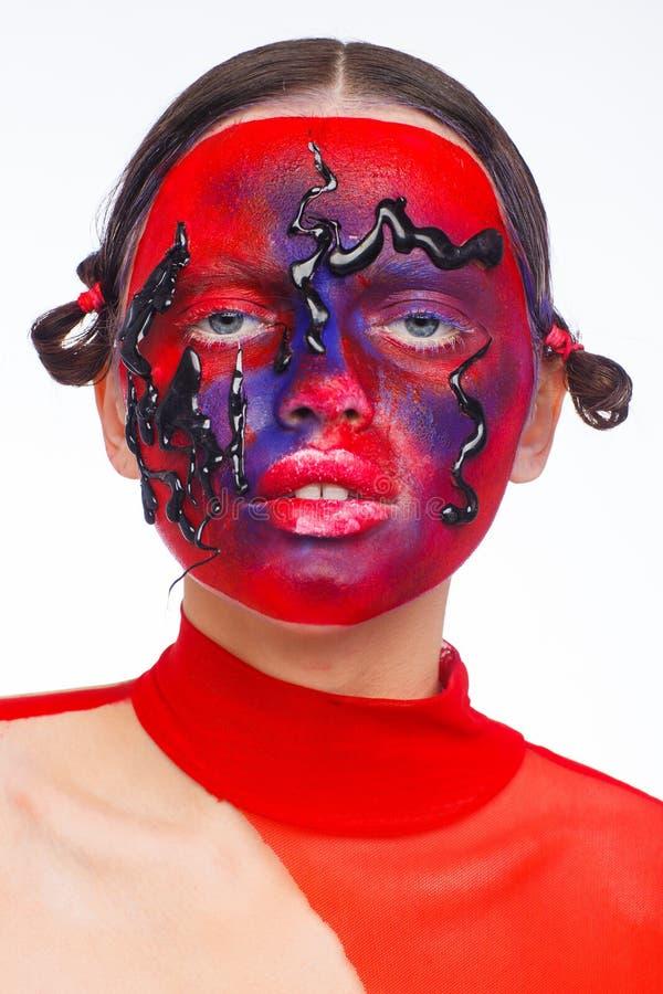 Retrato de um modelo extraordinário com composição criativa e cabelo Sess?o de foto do est?dio fotos de stock royalty free