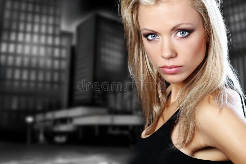 Retrato de um modelo fêmea sexual bonito. imagens de stock royalty free