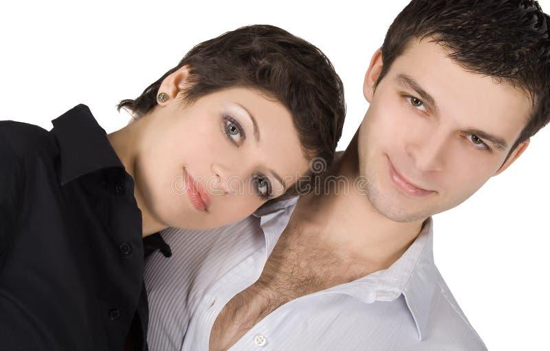 Retrato de um par novo de sorriso no amor foto de stock royalty free