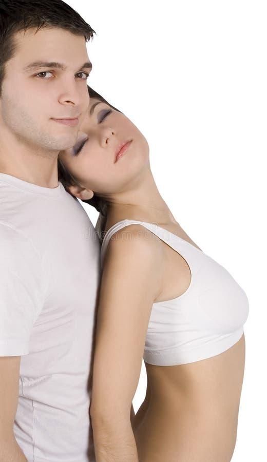 Retrato de um par novo feliz no amor imagens de stock