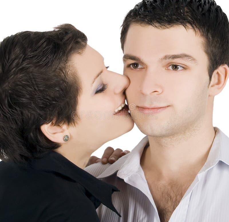 Retrato de um par novo de sorriso no amor imagem de stock royalty free