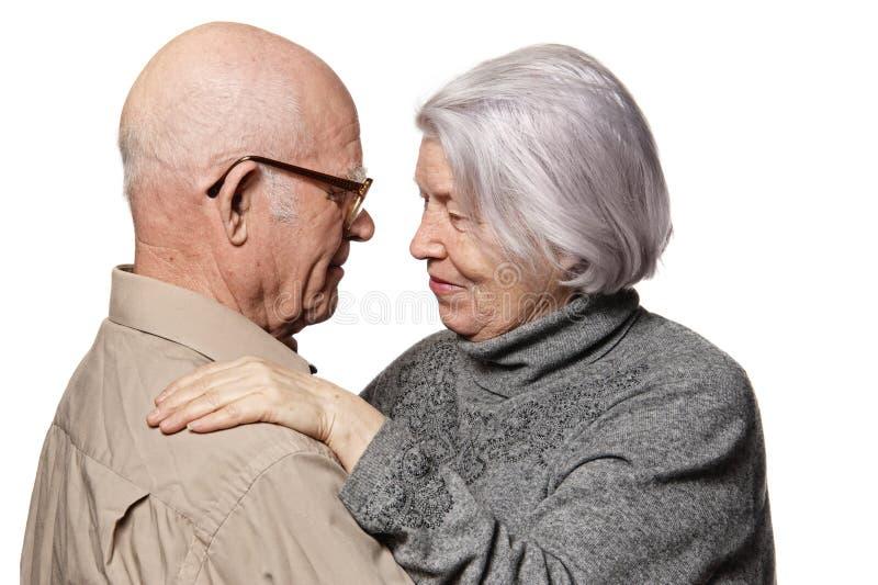 Retrato de um par sênior feliz fotos de stock royalty free