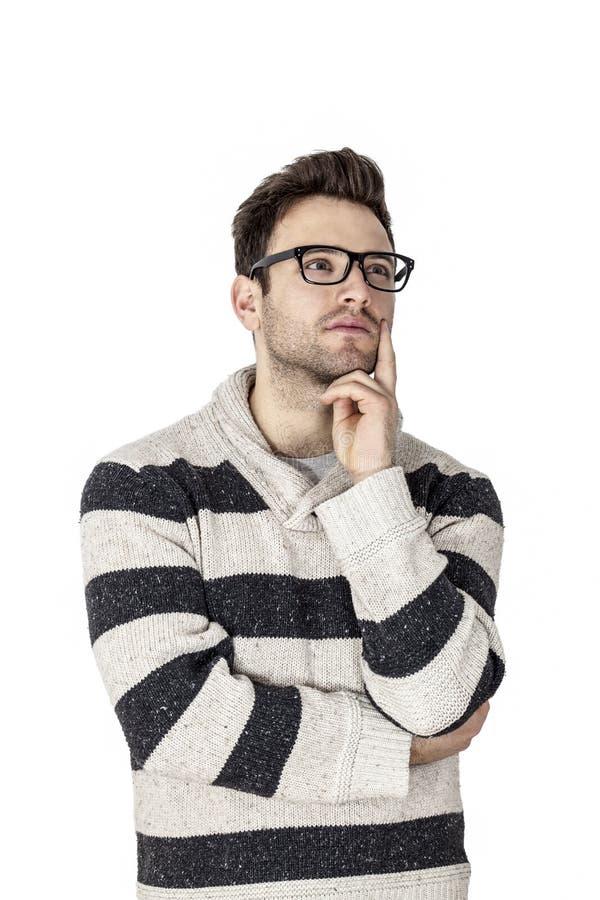 Retrato de um pensamento do homem novo fotografia de stock