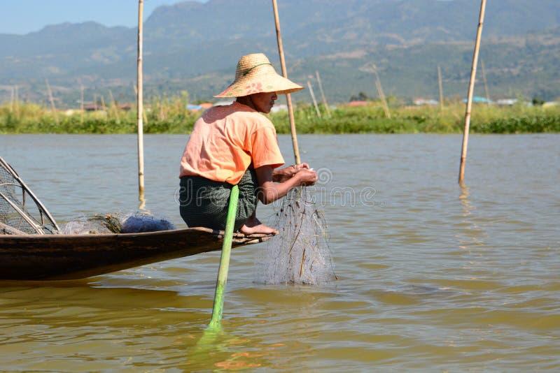 Retrato de um pescador Lago Inle myanmar fotos de stock royalty free
