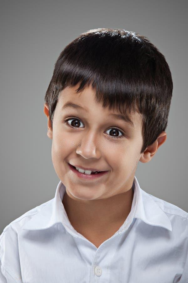 Retrato de um rapaz pequeno fotografia de stock