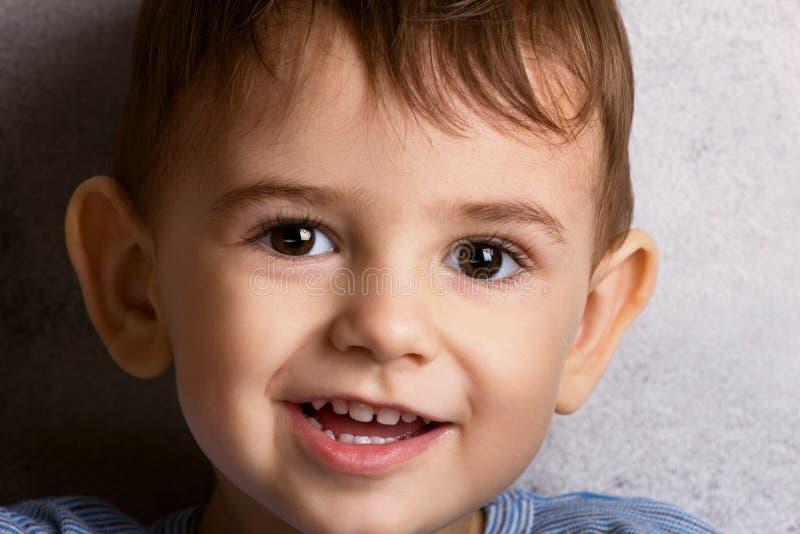 Retrato de um rapaz pequeno imagem de stock royalty free