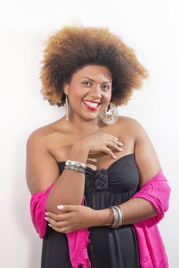 Retrato de um sorriso afro-americano bonito da menina imagem de stock royalty free