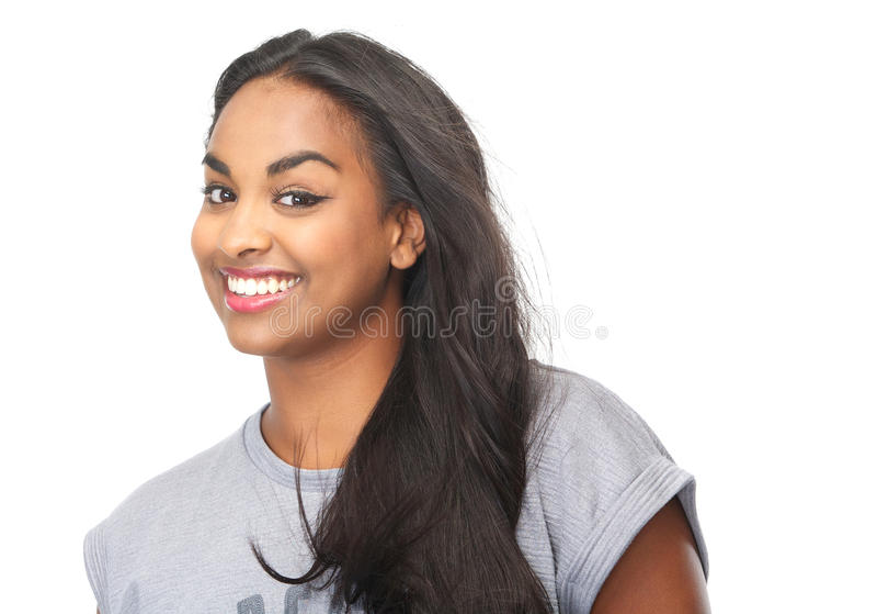 Retrato de um sorriso fêmea preto novo bonito fotografia de stock royalty free