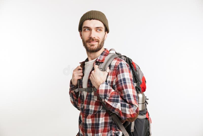 Retrato de um turista farpado feliz do homem na camisa de manta imagens de stock