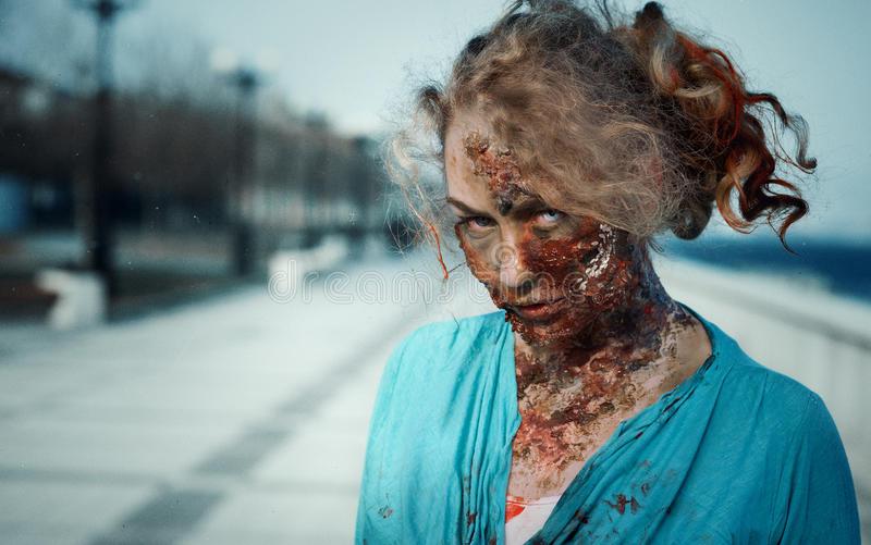 Retrato de um zombi da menina imagens de stock royalty free