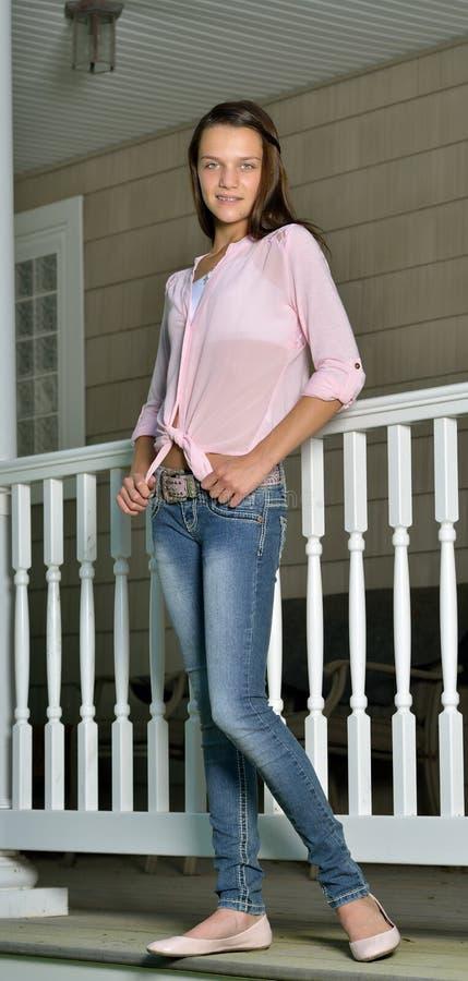 Retrato de uma criança fêmea bonito foto de stock royalty free